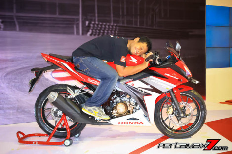 All new honda CBR150R 2016 racing red pertamax7.com