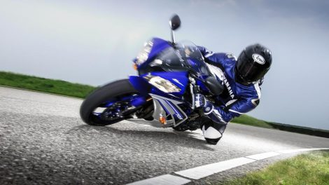 Cornering Yamaha R6 Race Blue 2016