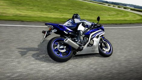 Yamaha R6 Race Blue 2016 Action