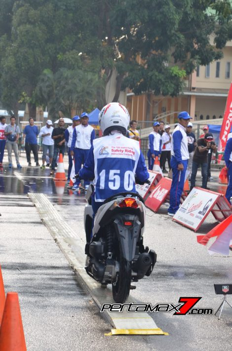 Hari Pertama The 10th Astra Honda Safety Riding Batam Test Braking dan Narrow Plank 4 Pertamax7.com