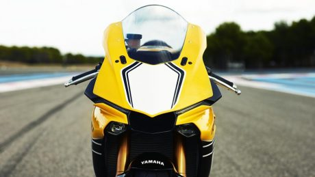 tampak depan All New Yamaha R1 60th Anniversary Edition warna Kuning Pertamax7.com