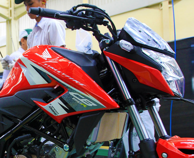 Striping All New Honda CB150R streetfire special edition Honda Racing Red AHRT 2016 pertamax7.com