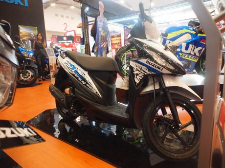 Suzuki Address Striping baru 2016 warna Putih Biru Brilliant White and Titan Black GIIAS 2016 pertamax7.com