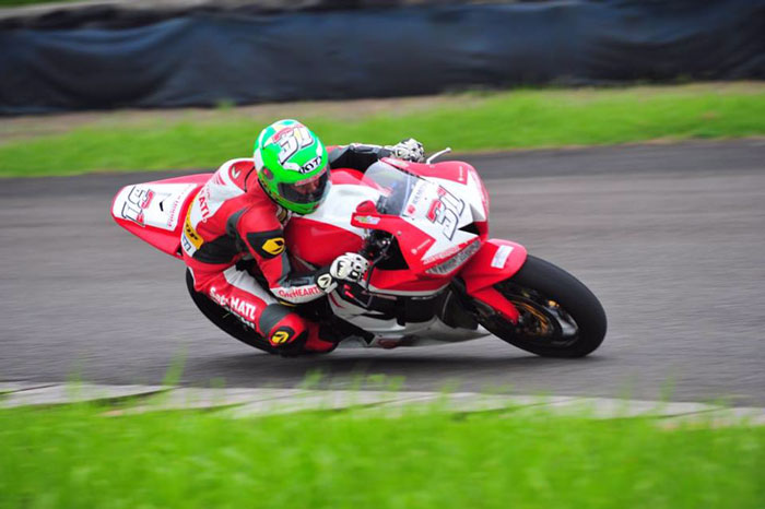 Gerry Salim Selangkah Lagi Juara Nasional Supersport 600cc IRS 2016