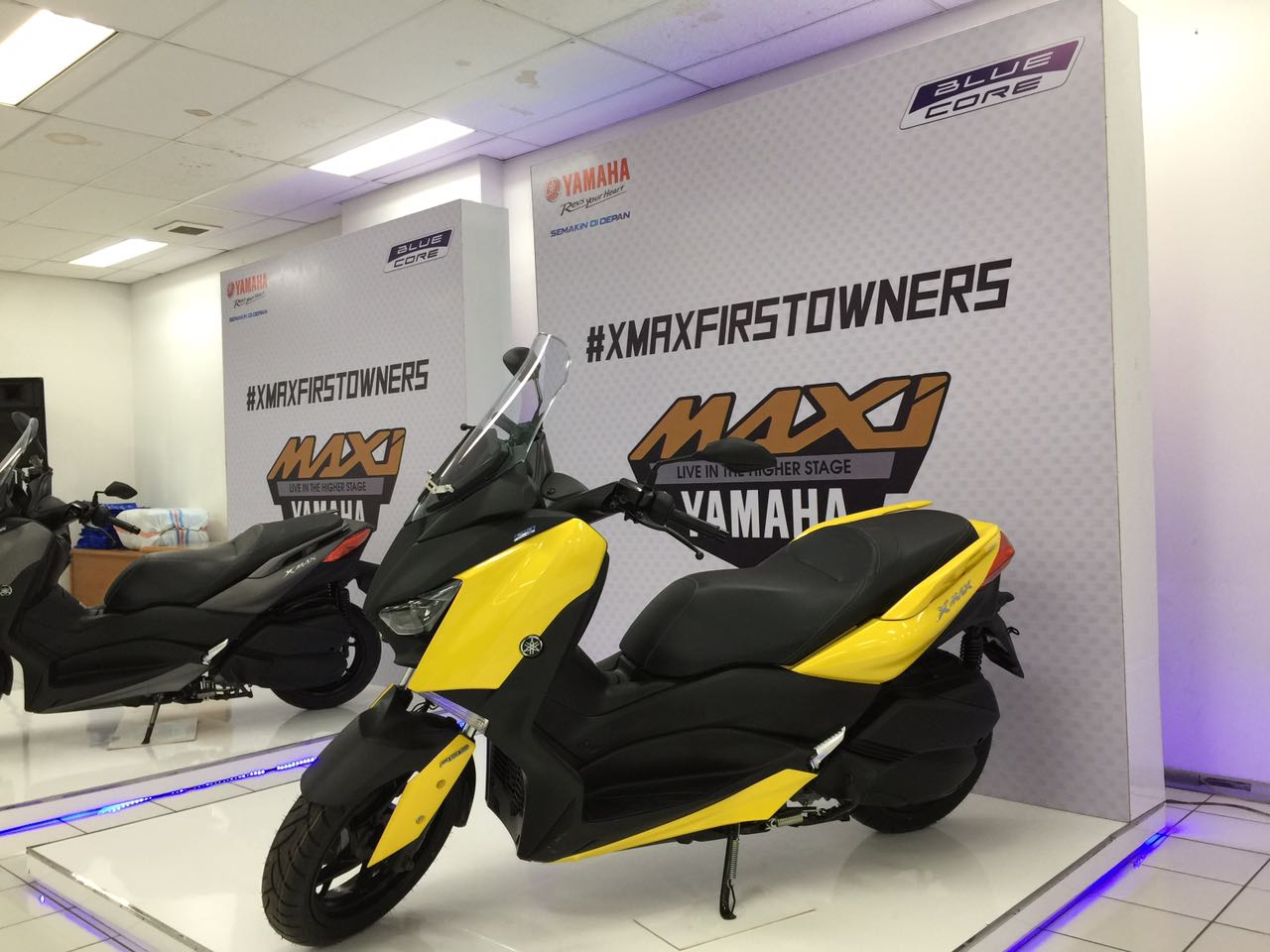 Display Yamaha XMAX 250 kuning