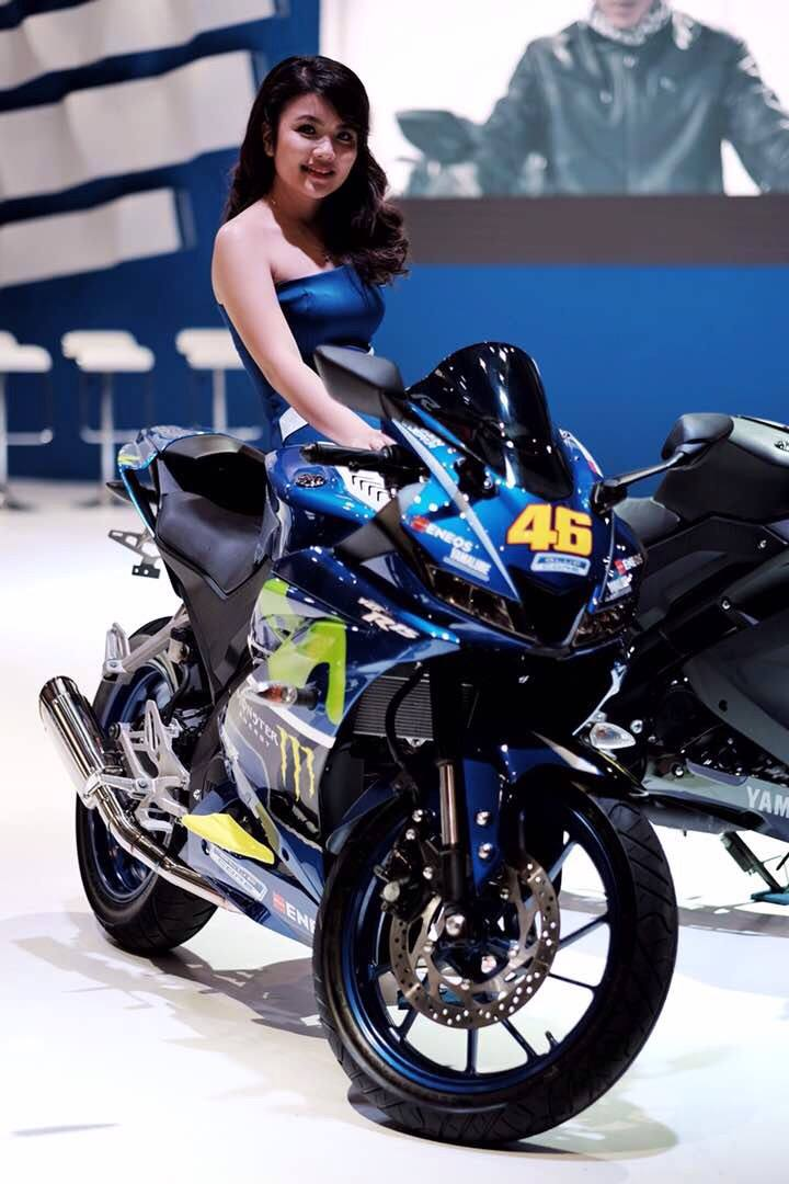 Cewek USHER Yamaha All New R15 Modifikasi Movistar IIMS 2017