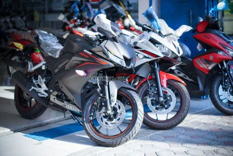Yamaha All new R15 VS Yamaha R25