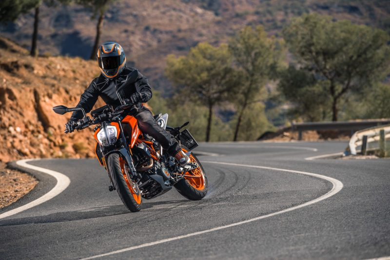 Testride New KTM DUKE 390 Hard Braking