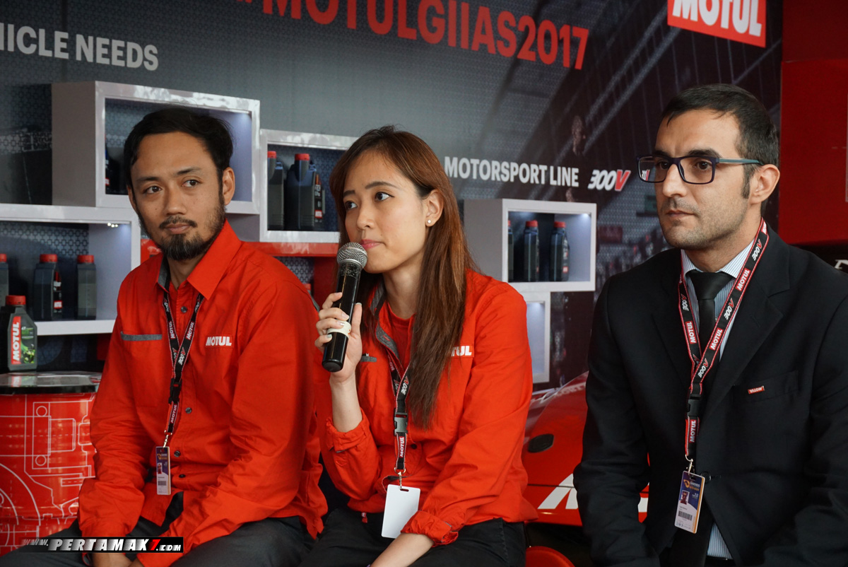 tengah Valerie Tan Deputy Trade Marketing Motul Asia Pacific