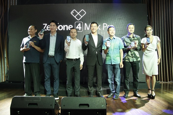 Photo Session of Asus Representatives & Partners