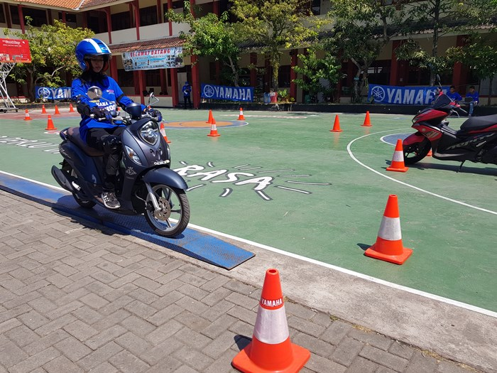 Yamaha Fino Grande digunakan di aktivitas Yamaha Goes to School Safety Riding Competition