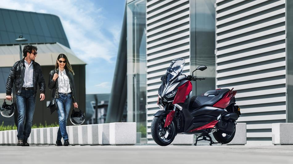 2018-Yamaha-XMAX-125-ABS-EU-Radical-Red-Static-003