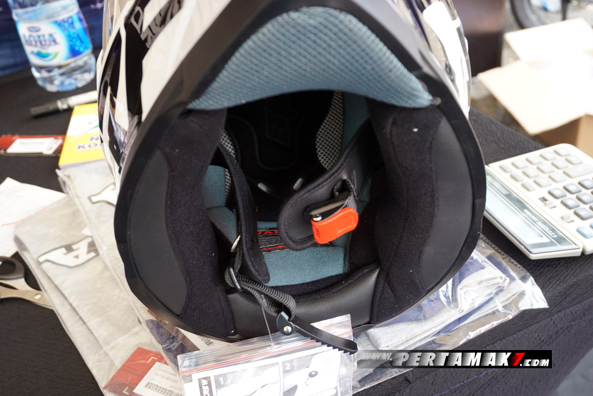 Busa Helm Honda CRF250 Rally Aksesoris