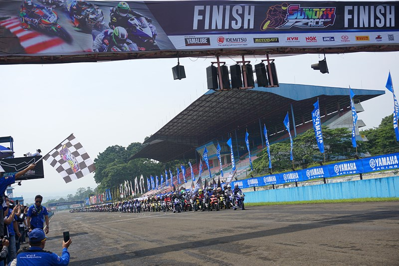 Komunitas Aerox 155 Riders Club Indonesia (ARCI) memeriahkan victory lap di YRFI Great Weekend Yamaha Sunday Race seri 4
