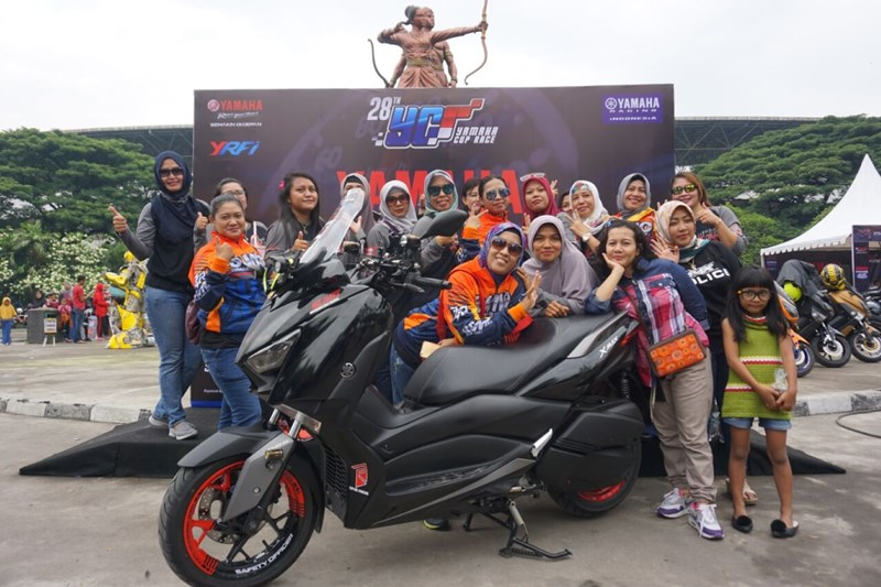 Surakarta Max Owner (Sumo) di area stadion Manahan Solo