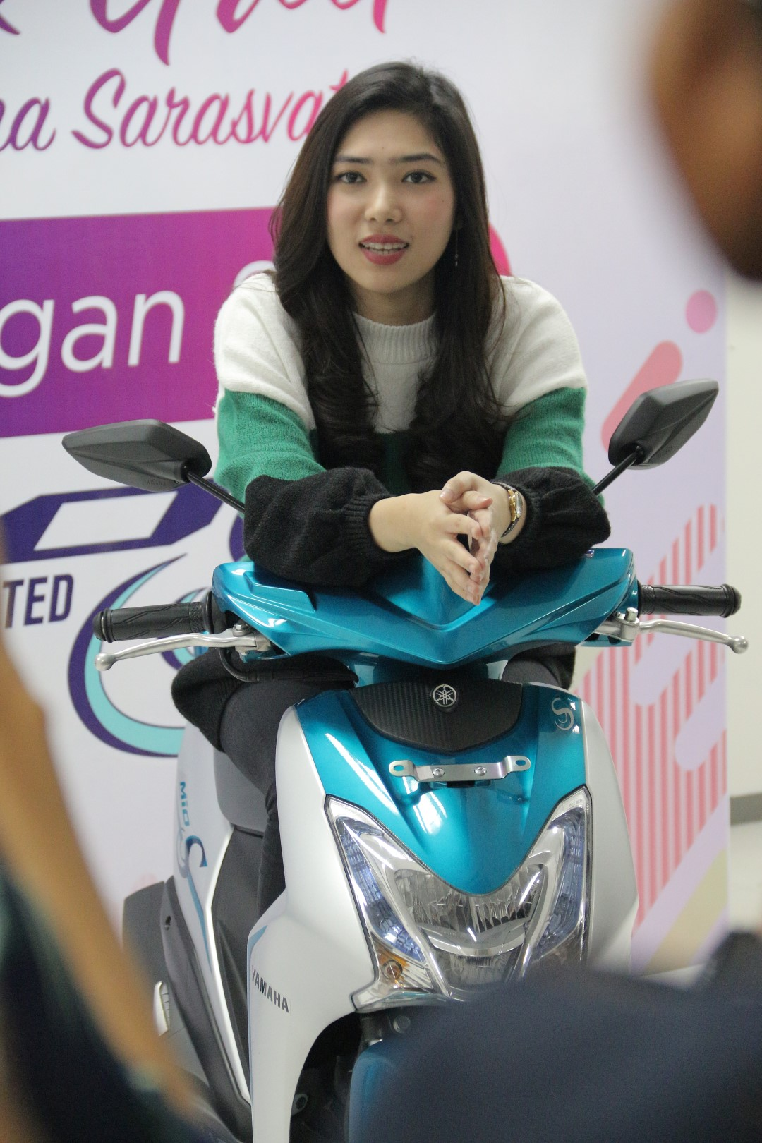 Meet and greet Isyana Yamaha Mio S Roadshow Concert Pukau Semarang