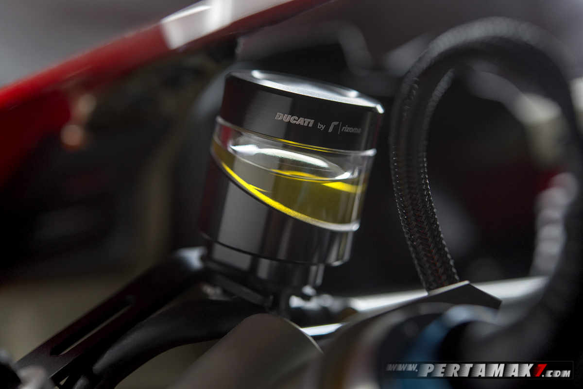 Akesoris Ducati Panigale V4 By Rizoma CLUTCH BRAKE FLUID RESERVOIR