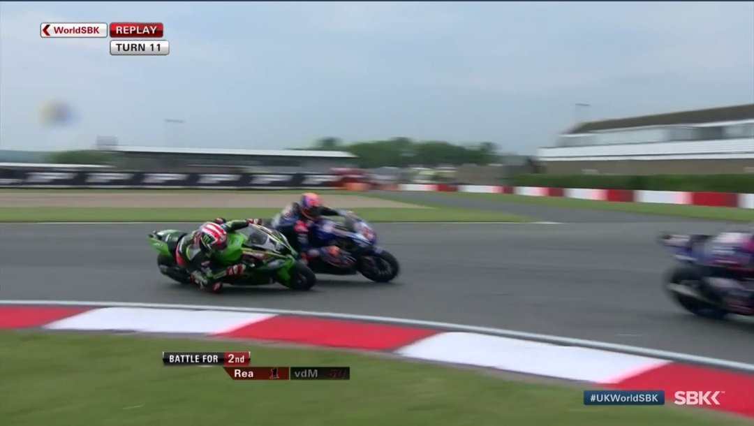 Jonathan Rea VS van der mark WSBK UK 2018