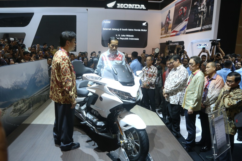 Presiden Indonesia Joko Widodo di Stand Honda Gold Wing DCT 7 Speed GL1800 IIMS 2018