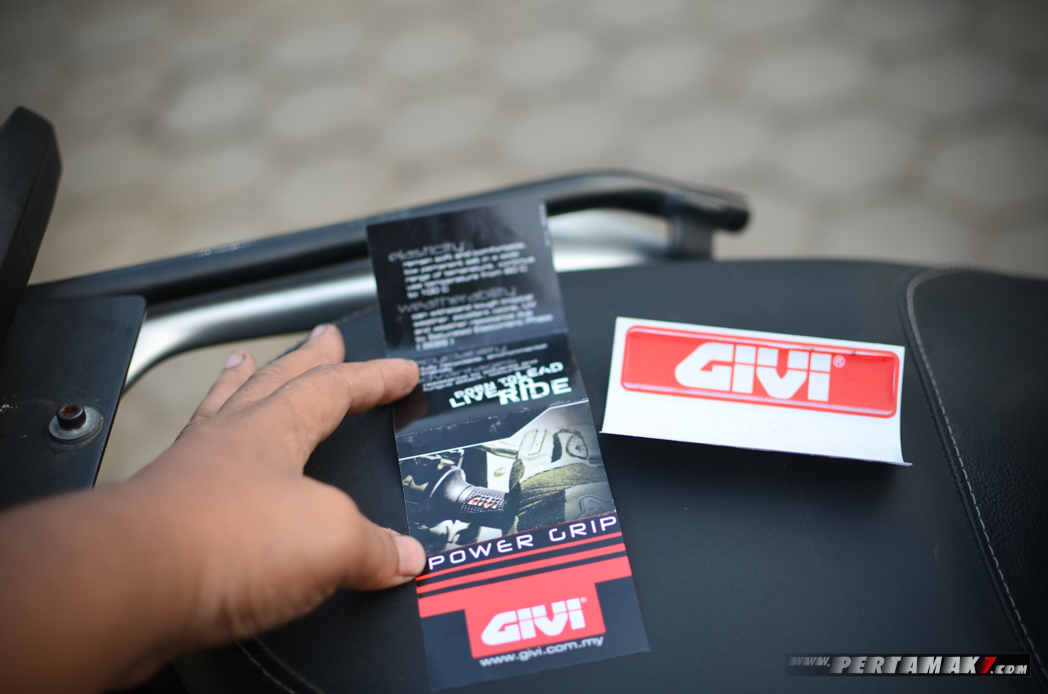 Katalog GIVI Powergrip TG10NR-H Power Grip P7