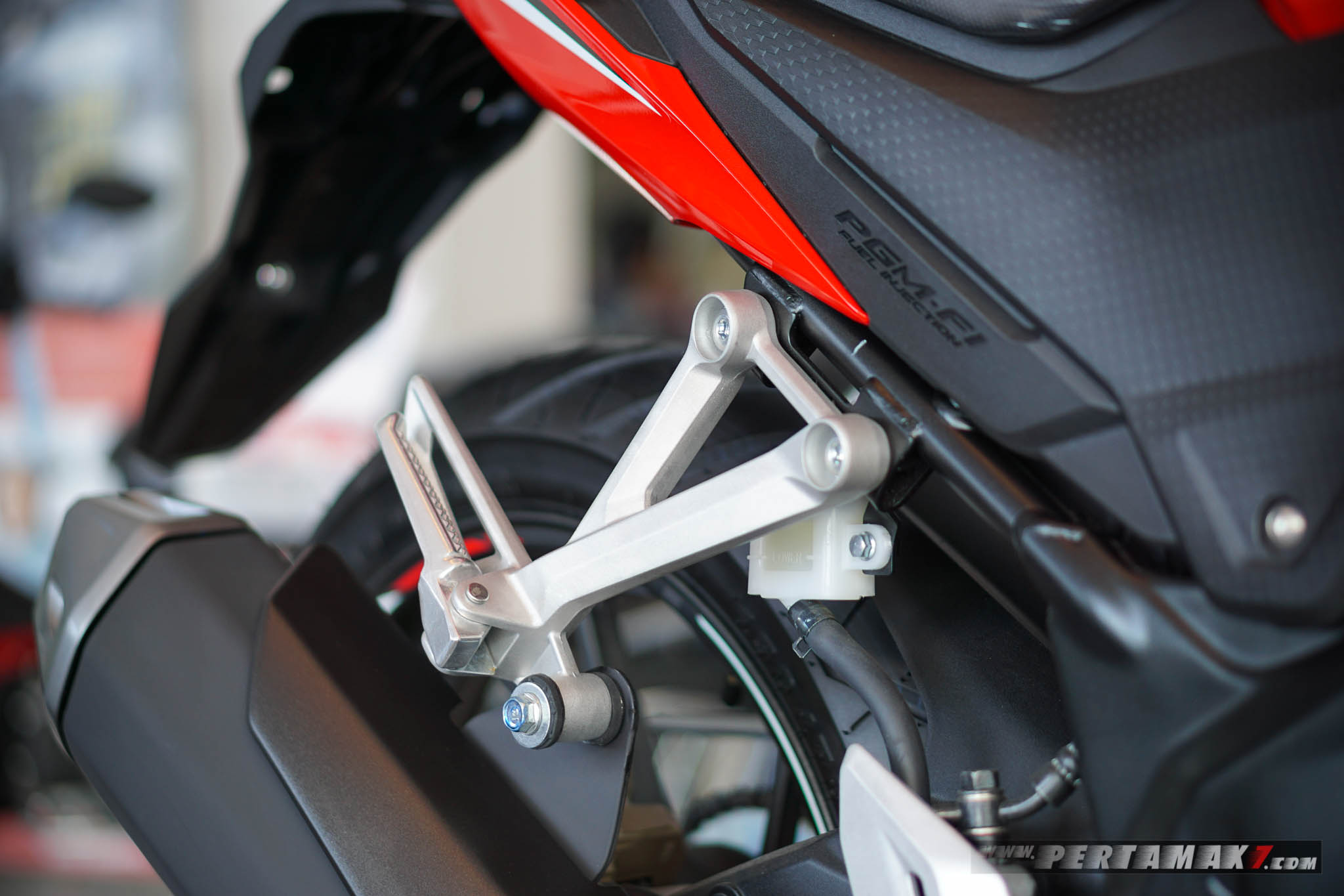 Footpeg Honda CB150R Refresh 2018 tutup