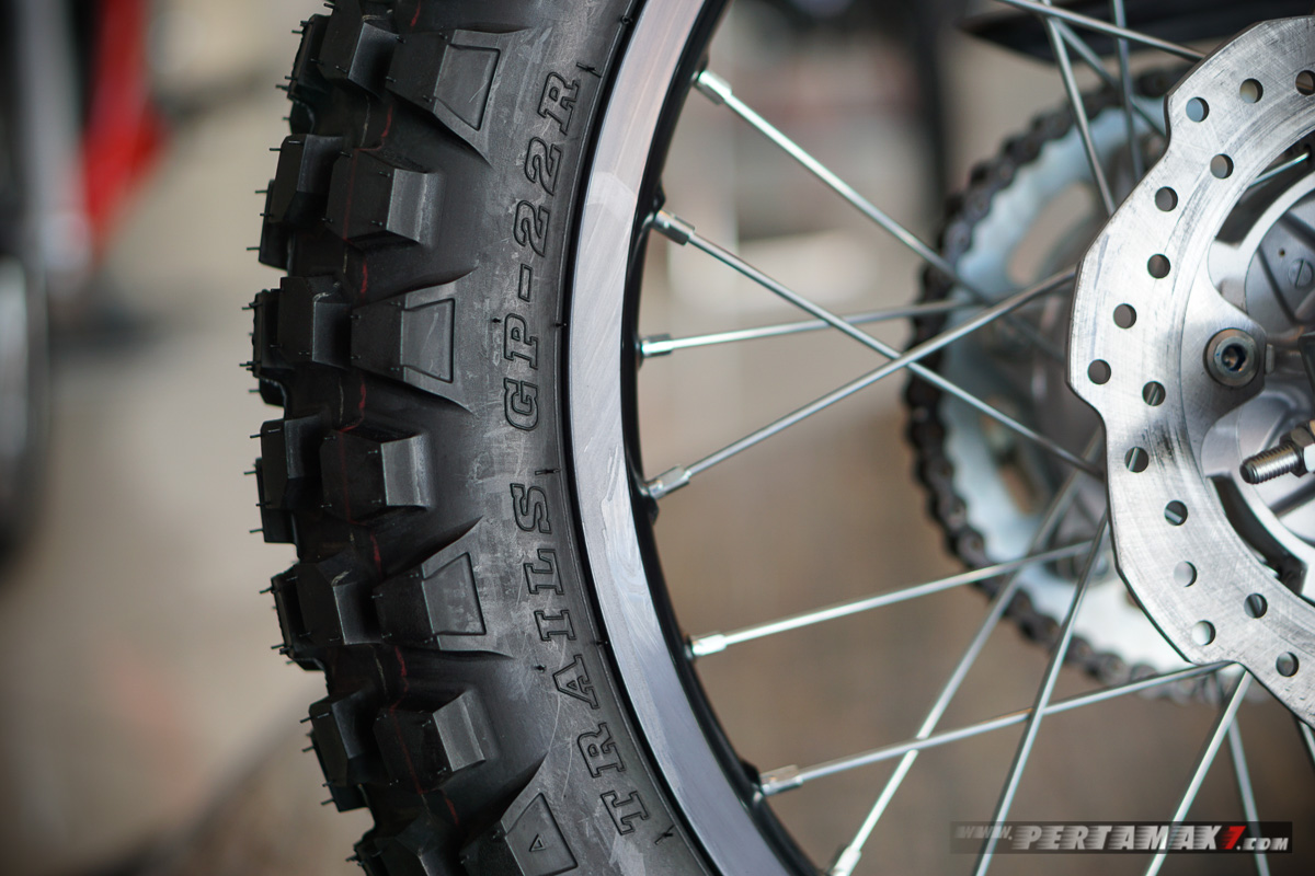 Ban belakang IRC Trails GP-22R Honda CRF150L Extreme Black 003 P7