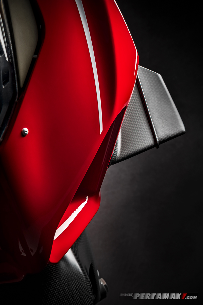 Carbon winglet Ducati Panigale V4R