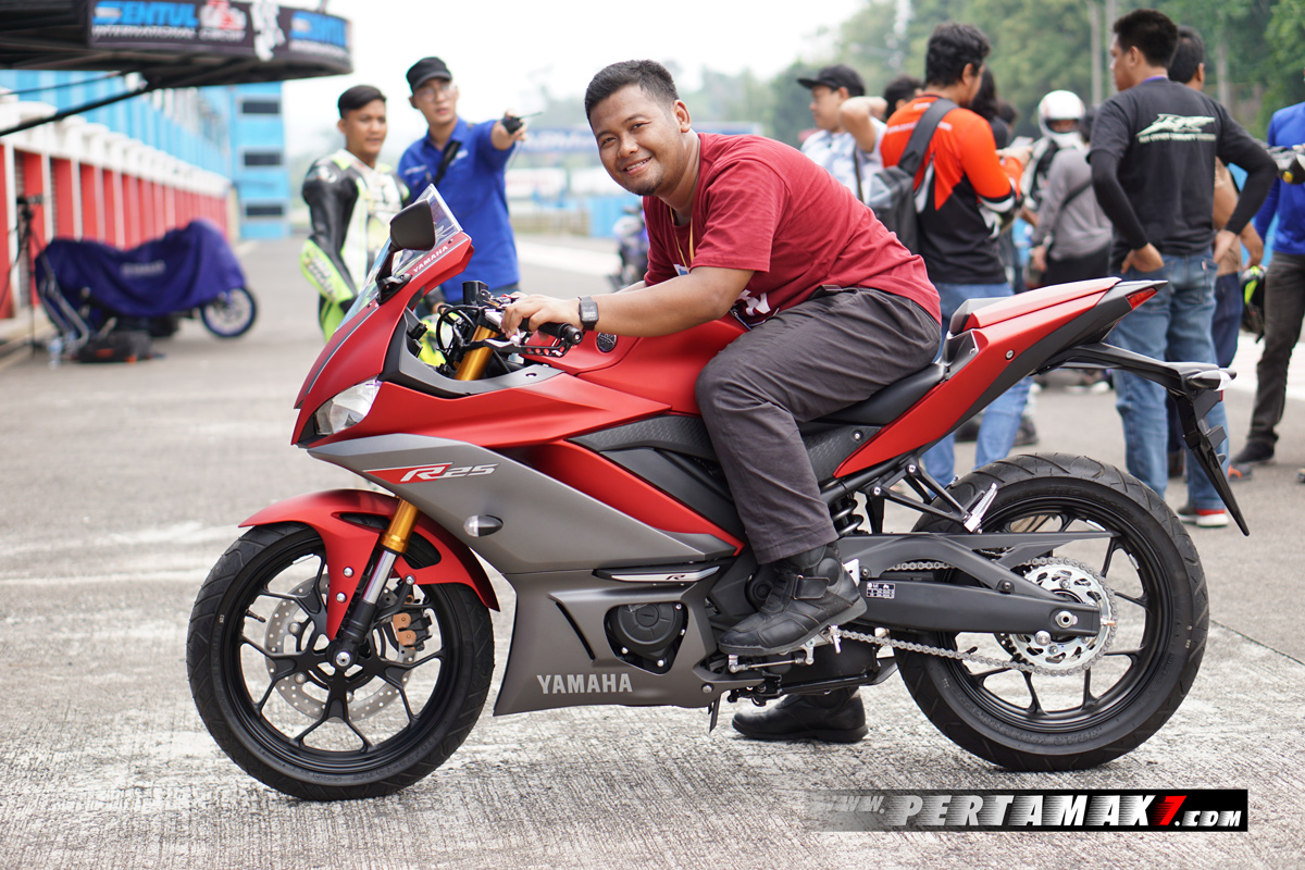 Review Yamaha New R25 Sentul