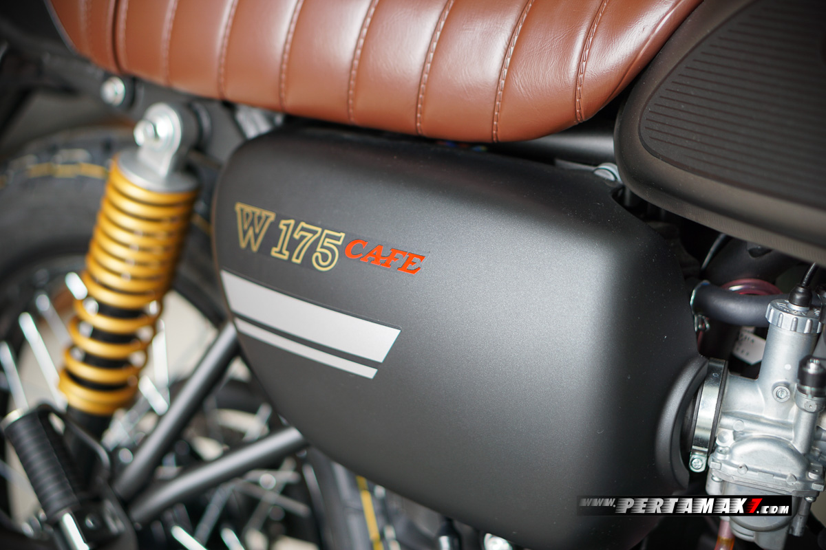 Cover kanan Kawasaki W175 Cafe