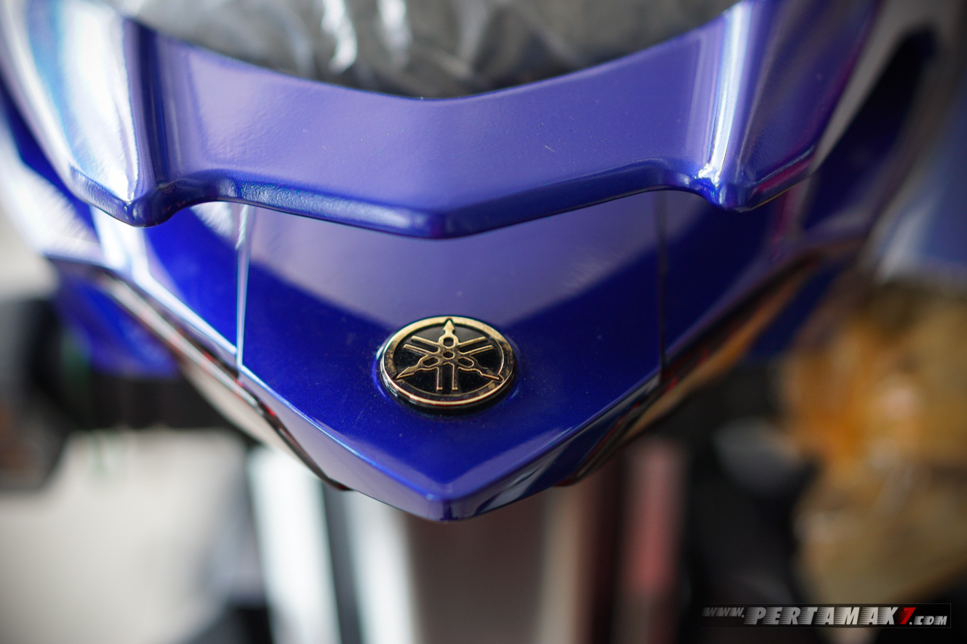 Emblem emas Yamaha MX KING MotoGP Movistar 2019