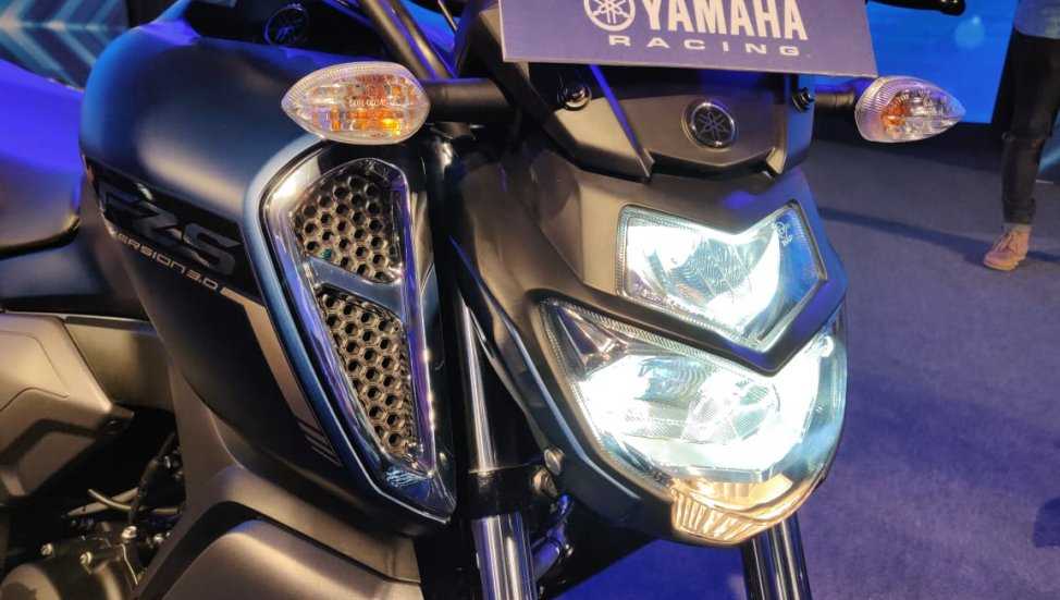 Headlamp LED ON yamaha FZS-FI ABS V3.0 India
