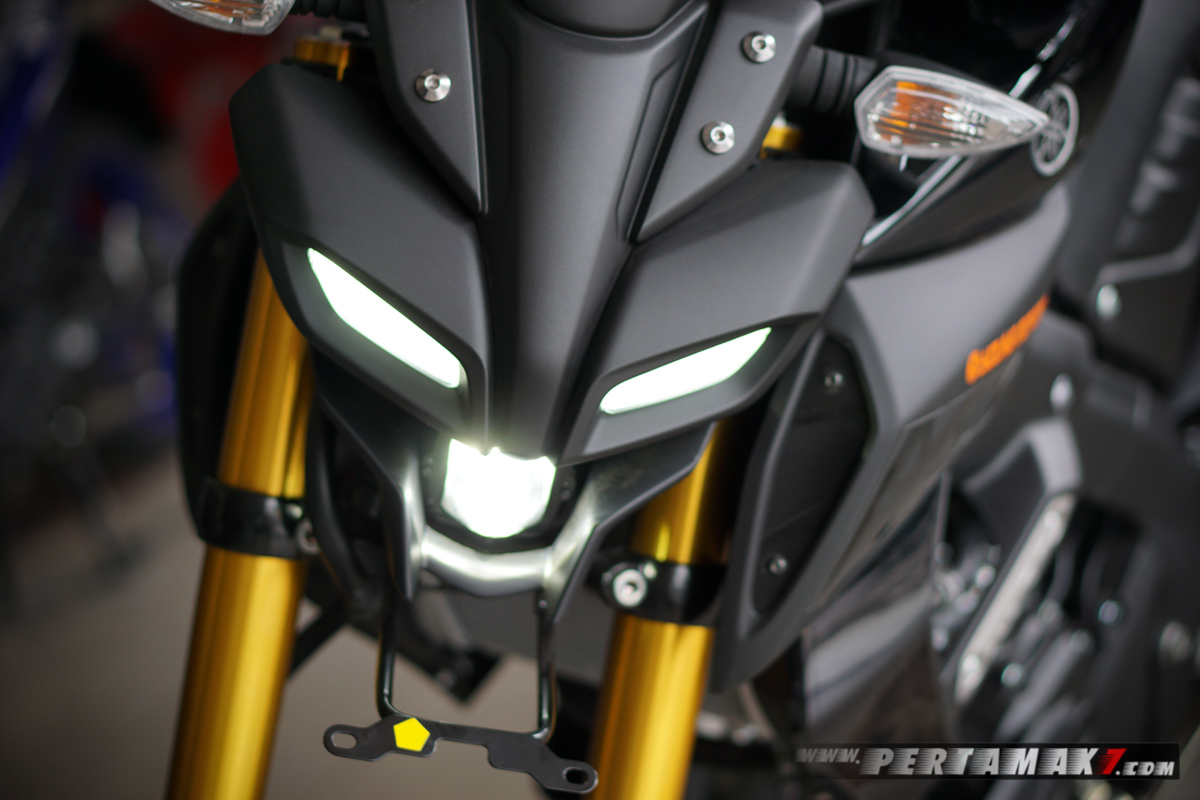 headlamp ON Yamaha MT15 Hitam