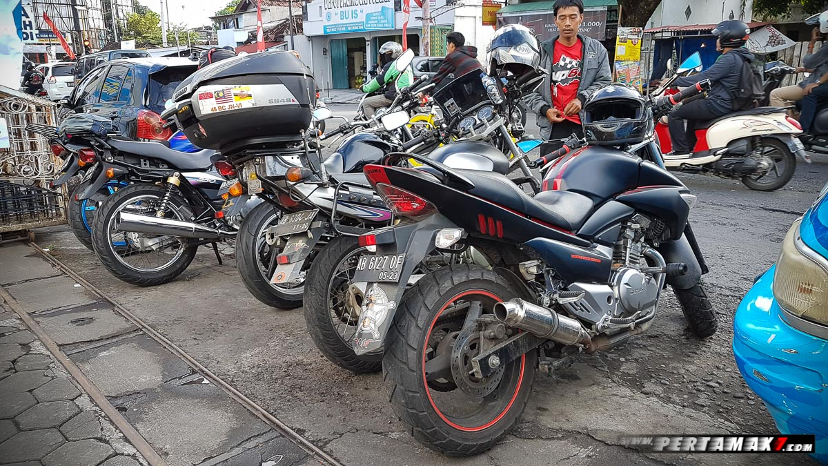 Motor Suzuki Night Riding Jogja