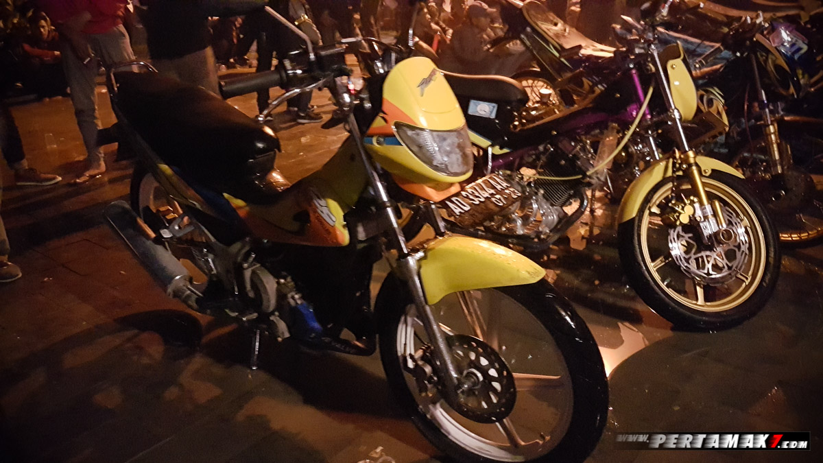 Suzuki Raider 125 di Night Riding Jogja
