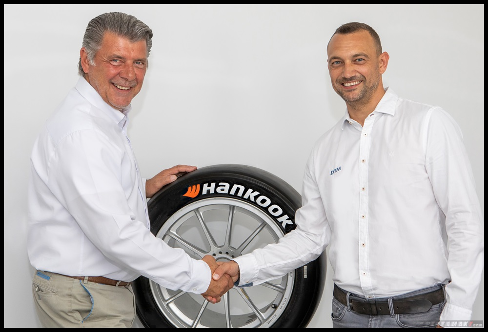 Dari Kiri Manfred Sandbichler, Motorsports Director, Hankook Tire Europe and Achim Kostron, Managin
