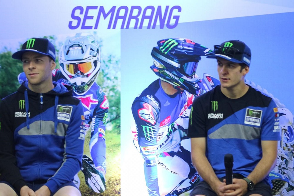 Pebalap Monster Energy Yamaha Factory MXGP Team (Jeremy Seewer dan Romain Febvre) saat press conference di Semarang