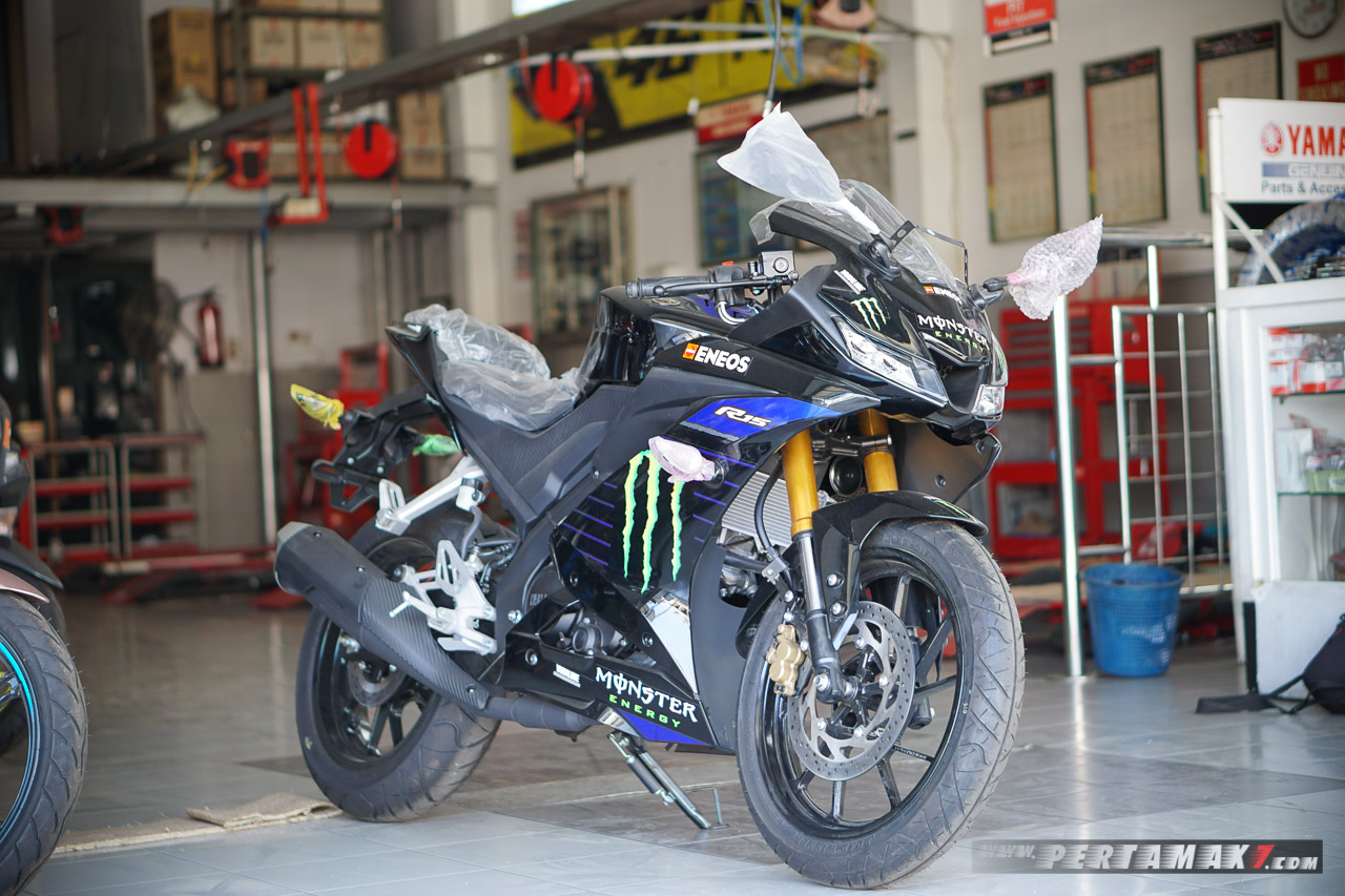 foto Yamaha R15 Monster Energy MotoGP 2019