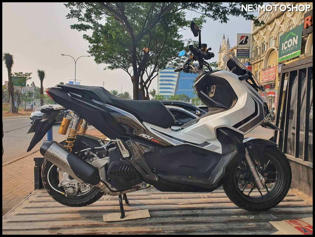 Modifikasi Honda ADV150 Knalpot Arrow