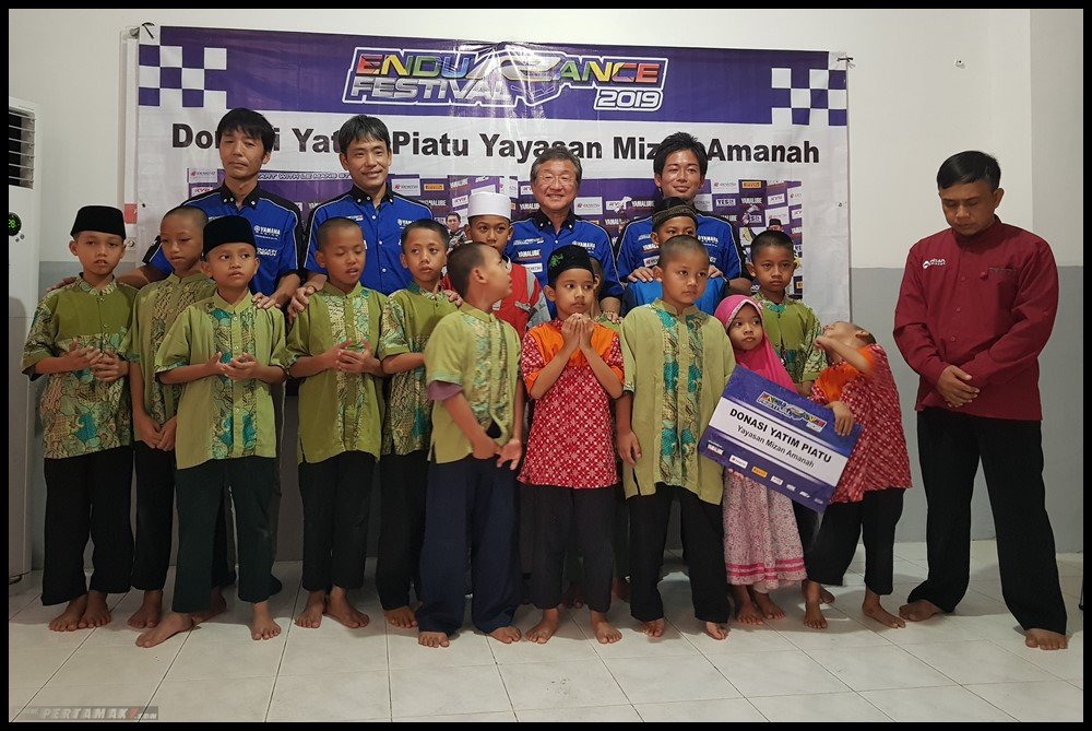 Tim Yamaha Racing Indonesia dan Media Donasikan Hadiah 2 P7