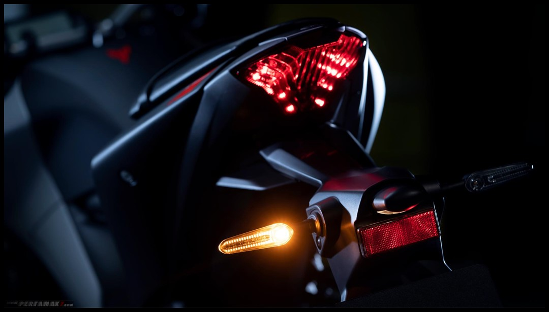 nyala sein yamaha MT25 LED