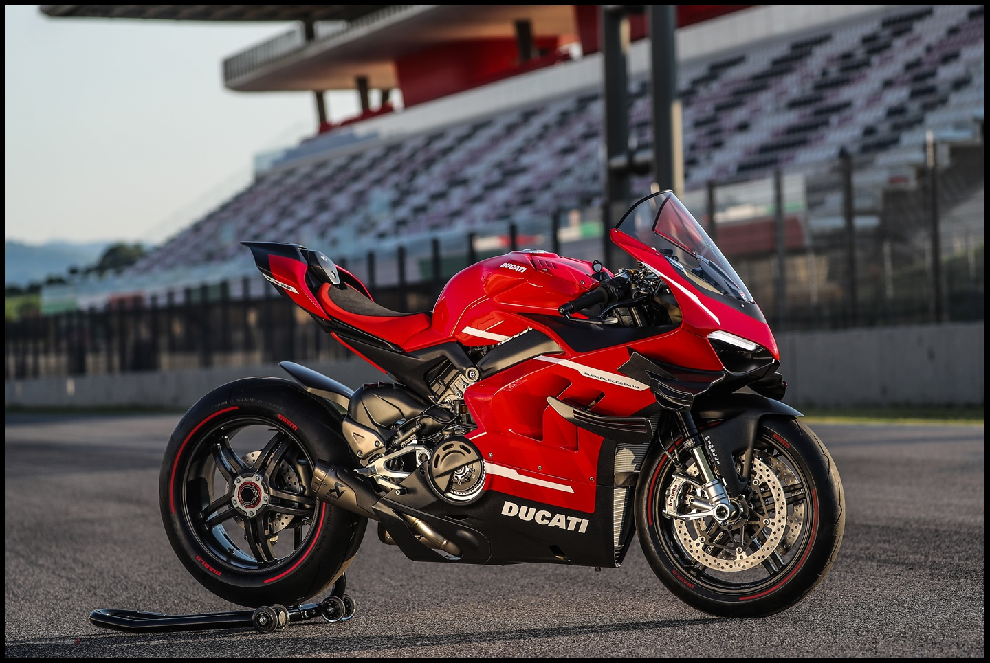 Wallpaper Ducati Superleggera V4
