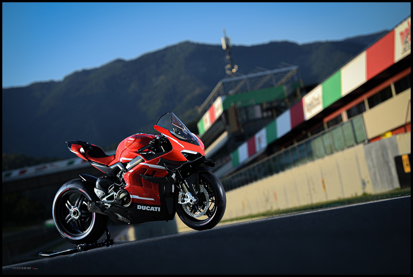 Wallpaper Ducati Superleggera V4 R