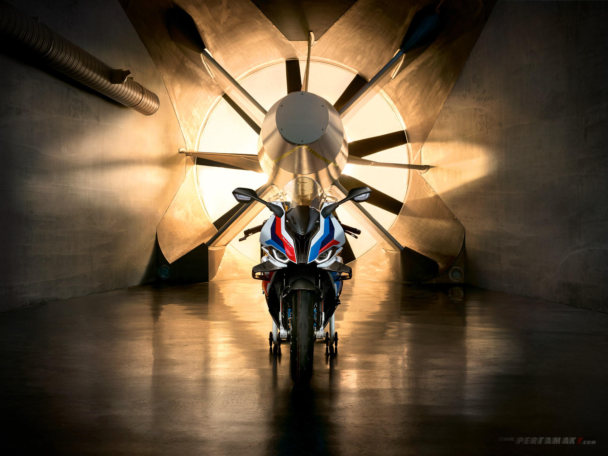 Berita Debut Superbike BMW M1000RR